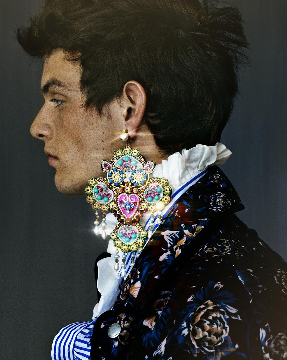 Earring Gucci, shirt & coat Burberry