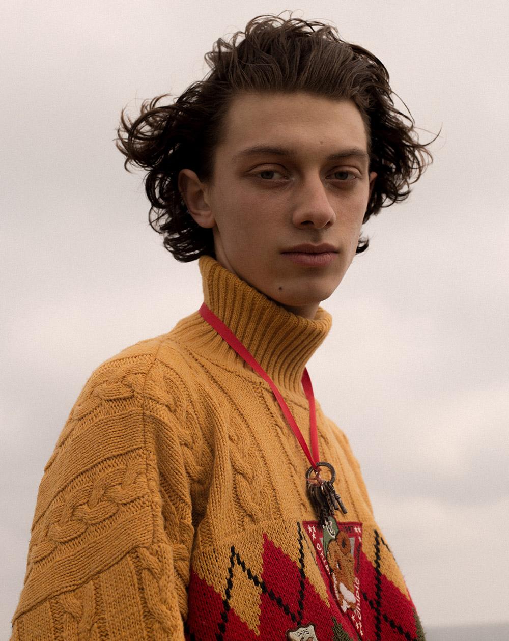 Sweatshirt stylist own.