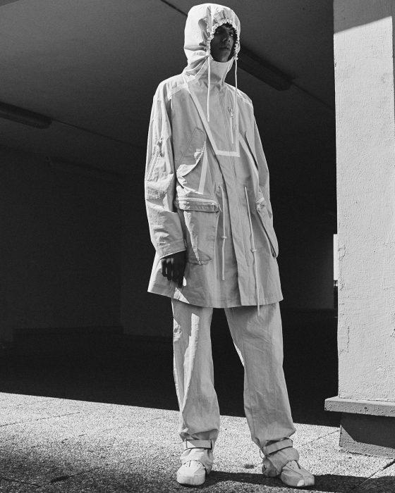 Angy wears parka jacket & trousers Kenzo, shoes Sankuanz.